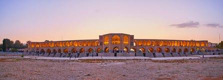 Coucher du soleil au pont de Khaju, Isphahan, Iran Photo libre de droits
