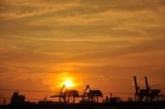 Coucher du soleil au port Photos stock