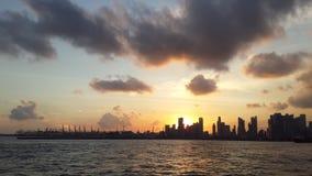 Coucher du soleil au port de bateau Photographie stock