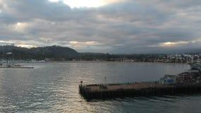 Coucher du soleil au quai Santa Barbara California de Stearns banque de vidéos
