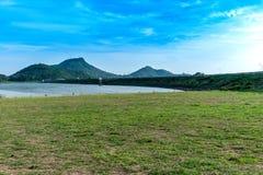 Coucher du soleil au réservoir, coup-Pra, Chonburi Images stock