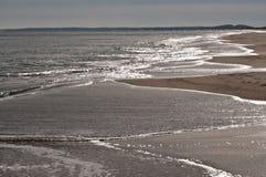 Coucher du soleil au rivage d'océan Images libres de droits