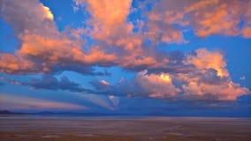 Coucher du soleil au sel d'Uyuni plat - la Bolivie Image stock
