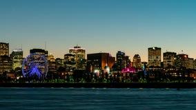 Coucher du soleil au timelapse de nuit de l'horizon de ville de Montréal, hôtel de ville avec le fleuve StLaurent banque de vidéos