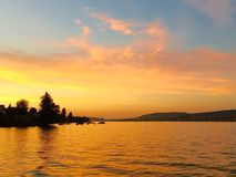 Coucher du soleil au zurichsee de Zurich de lac en Suisse Image libre de droits