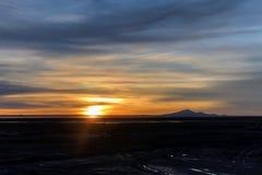 Coucher du soleil aux appartements de Solar de Uyuni Salt en Bolivie Photos libres de droits
