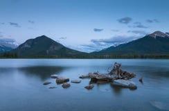 Coucher du soleil aux lacs vermeils Image stock