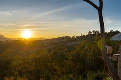 Coucher du soleil aux montagnes Image libre de droits