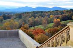 Coucher du soleil aux statues de terrasse de domaine de Biltmore, Asheville OR images stock