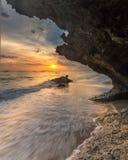 coucher du soleil aux sud Sulawesi de bulukumba de plage de lemo-lemo Photos stock