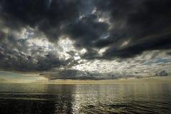 Coucher du soleil avant tempête Images stock