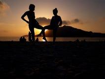 Coucher du soleil avec des amis Image libre de droits