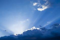 Coucher du soleil avec des nuages Photographie stock libre de droits
