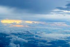 Coucher du soleil avec des nuages Photos stock