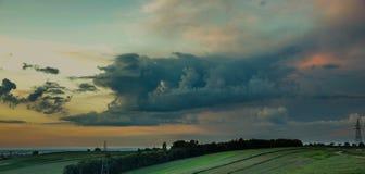 Coucher du soleil avec des nuages Photo libre de droits