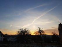 Coucher du soleil avec des nuages de Leight Photos stock