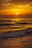 Coucher du soleil avec le bateau Image stock