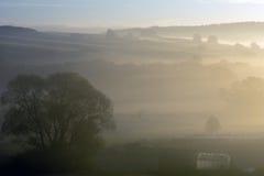 Coucher du soleil avec le brouillard Photo libre de droits