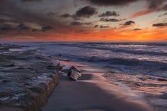 Coucher du soleil avec le ciel orange à La Jolla image libre de droits