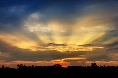 Coucher du soleil avec le faisceau du soleil Image libre de droits
