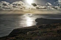 Coucher du soleil avec le phare en Irlande Photos libres de droits
