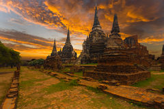 Coucher du soleil Ayutthaya de Wat Phra Si Sanphet Temple Photos stock