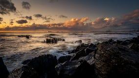 Coucher du soleil Beau coucher du soleil la Mer Noire Coucher du soleil de mer d'or Mer de photo Images libres de droits