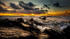 Coucher du soleil Beau coucher du soleil la Mer Noire Coucher du soleil de mer d'or Mer de photo Photos libres de droits