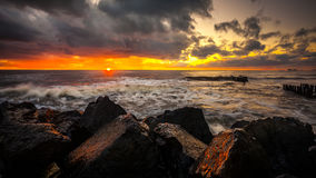 Coucher du soleil Beau coucher du soleil la Mer Noire Coucher du soleil de mer d'or Mer de photo Photographie stock libre de droits