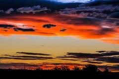Coucher du soleil bleu de crépuscule de montagnes Images stock