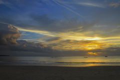 Coucher du soleil bleu de plage Photos libres de droits