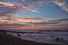 Coucher du soleil bleu de plage Photographie stock libre de droits