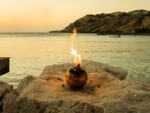 Coucher du soleil bleu de plage de baie - flamme photo stock