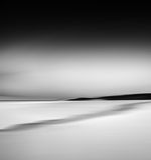Coucher du soleil brûlant noir et blanc images stock