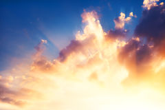 coucher du soleil brillant lumineux de ciel Images stock
