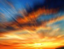 Coucher du soleil brouillé avec des nuages Photographie stock