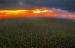 Coucher du soleil brumeux dans Russia-2 Photos stock
