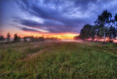 Coucher du soleil brumeux dans Russia-3 Image stock