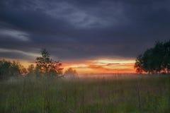 Coucher du soleil brumeux en Russie Photographie stock libre de droits