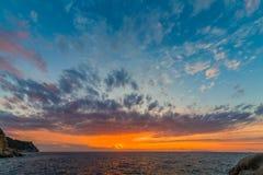 Coucher du soleil côtier scénique sur l'île de l'Île d'Elbe en Toscane Photo stock