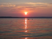 Coucher du soleil calme de plage photo stock