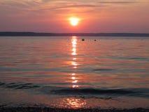 Coucher du soleil calme de plage photographie stock libre de droits