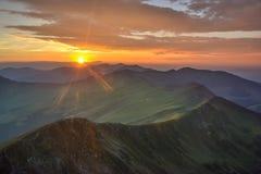 Coucher du soleil carpathien d'été Photo stock
