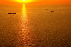Coucher du soleil chaud et jaune Photo stock