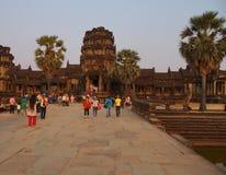 Coucher du soleil chez Angkor Vat images stock