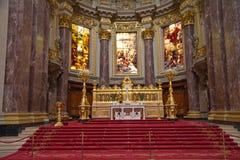 Coucher du soleil chez Berlin Cathedral Photographie stock
