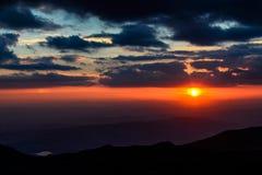 Coucher du soleil chez Cherni Vrah, Bulgarie Image stock