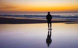 Coucher du soleil chez Fraser Island, Queensland, Australie photographie stock libre de droits