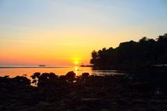 Coucher du soleil chez Koh Kood, Thaïlande Image stock