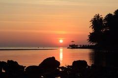 Coucher du soleil chez Koh Kood, Thaïlande Image libre de droits
